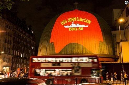 فعالان ضد ترامپ تصویری از ناو جان مک کین را در لندن به نمایش گذاشتند