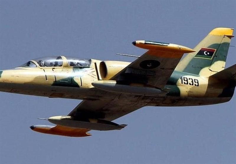 بمباران دو فرودگاه مسافربری در غرب لیبی توسط جنگنده های حفتر