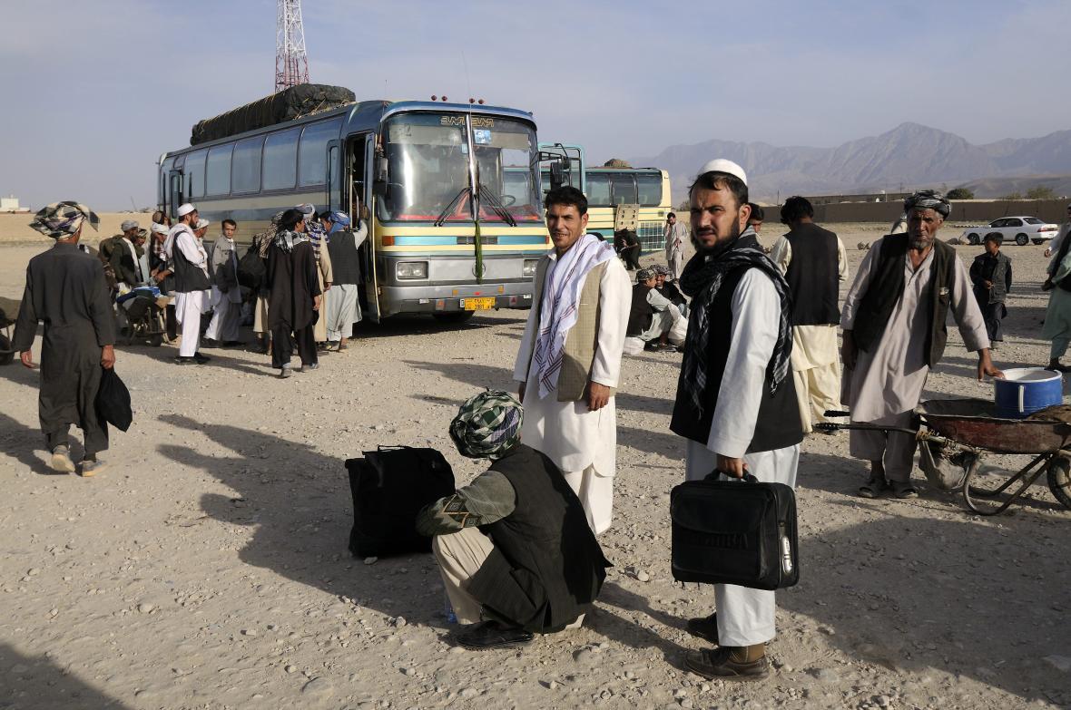 رویترز: سال گذشته 800 هزار افغانستانی از ایران رفتند